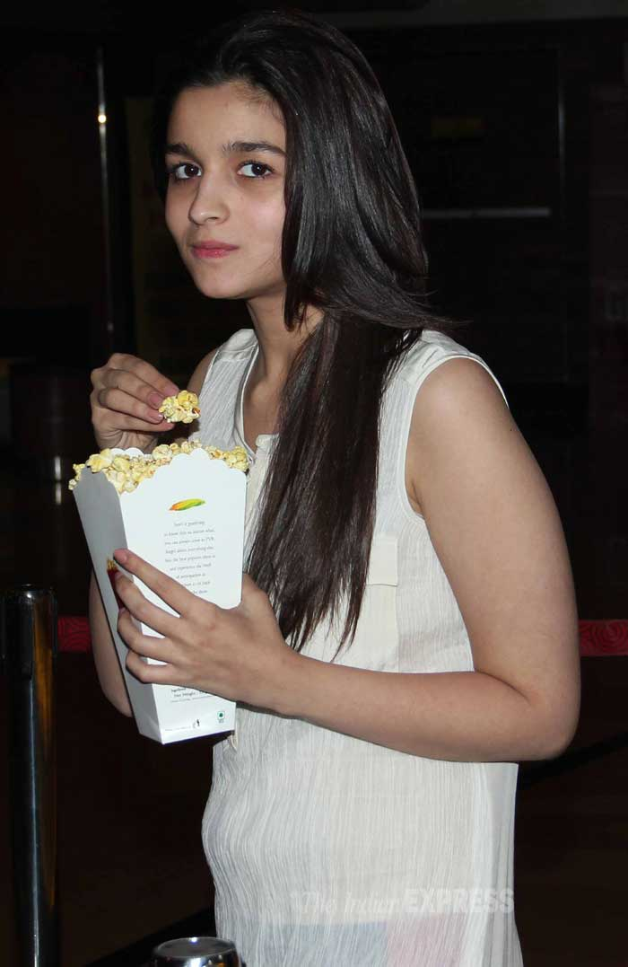 Alia Bhatt grabs some popcorn! (Photo: Varinder Chawla)