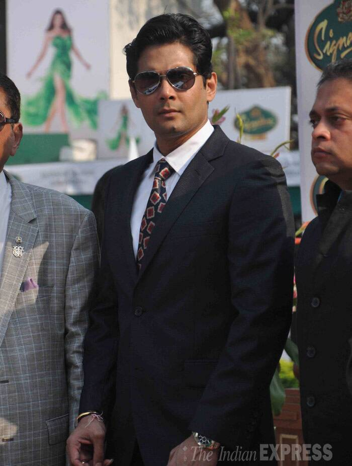 Television actor Amar Upadhyay was suave in a suit and aviators. (Photo: Varinder Chawla)