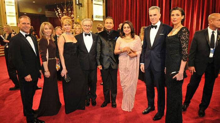Industrialist Anil Ambani also attended the Oscars with wife Tina Ambani. Anil and Tina Ambani strike a pose with director Steven Spielberg and his wife Kate Capshaw and actor Daniel Day-Lewis and his wife Rebecca Miller. (Photo: Twitter)