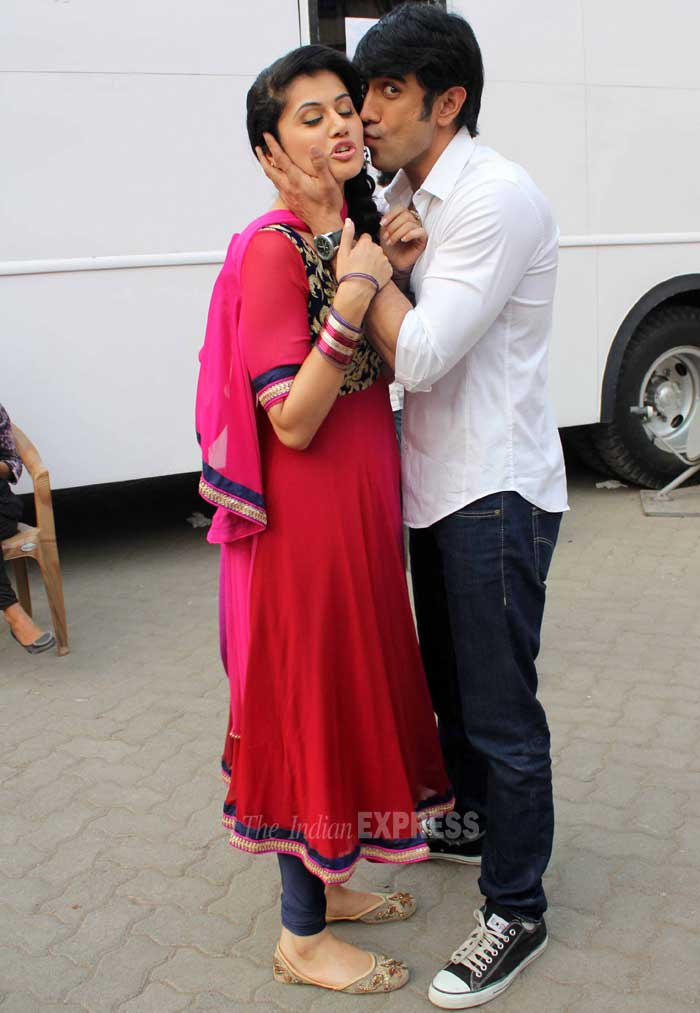 Awww…Amit plants a kiss on his co-star! (Photo: Varinder Chawla)