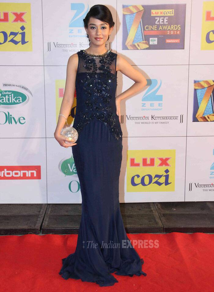 Amrita Rao was pretty in the midnight bue gown with sheer embroidery bodice. Amrita tied her hair her in a high bun which suited her overall look. (Photo: Varinder Chawla)