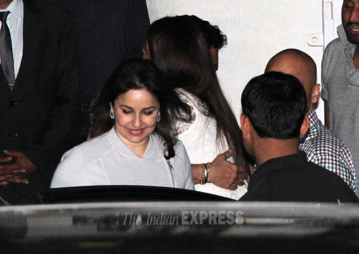 Sachin Tendulkar's  wife Anjali  is all smiles as she gets into the car. (Photo: Varinder Chawla)