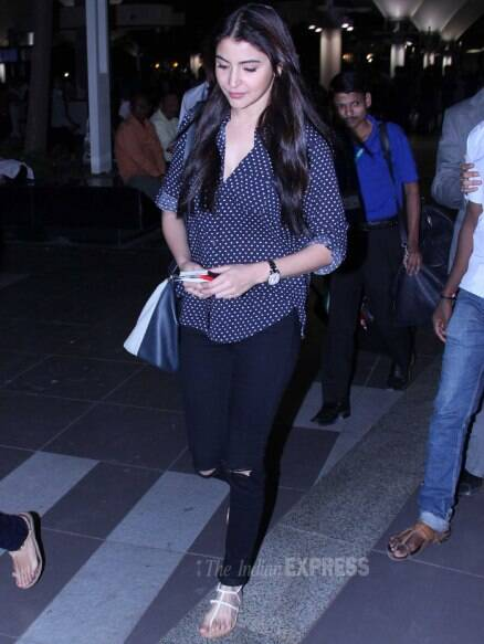 Anushka Sharma braves the paps at the airport