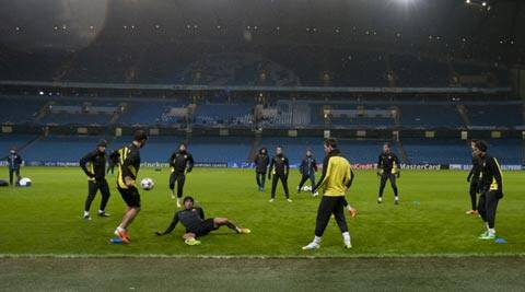 Barcelona's players train in the rain at Manchester City's Etihad Stadium, Manchester (AP)