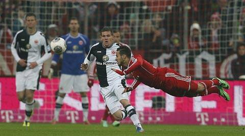 Bayern's Thiago Alcantara of Spain, right, heads the ball during the German first division Bundesliga soccer match between Bayern Munich and Eintracht Frankfurt in Munich (AP)