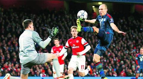 Arsenal's Wojciech Szczesny (L) challenges Bayern's Arjen Robben (R) before he was sent off (Reuters)