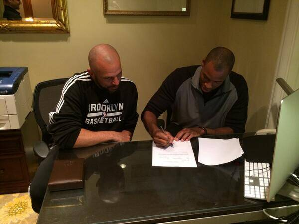 Jason Collins signing a 10-day contract with Brooklyn Nets