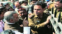 Former Delhi Law Minister Somnath Bharti (left) argues with police during the protest.	Tashi Tobgyal