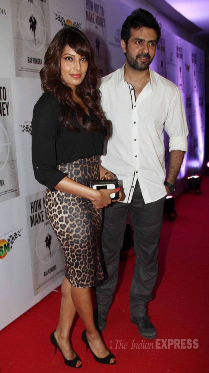 <b>Bipasha Basu – Harman Baweja</b>: Playing the perfect gentleman, Harman Baweja is always pictured by his rumoured ladylove's side. The couple has been making quite a few appearances together as well. What's interesting is that Harman is Priyanka Chopra's former flame and Bipasha was also supposedly dating Shahid Kapoor. <br /><br /> Rumours suggest that the four of them used to spend quite a bit of time together then. Looks like it worked out well for Bipasha and Harman. Harman was spotted with Bipasha at his Diwali party and later for a movie date.