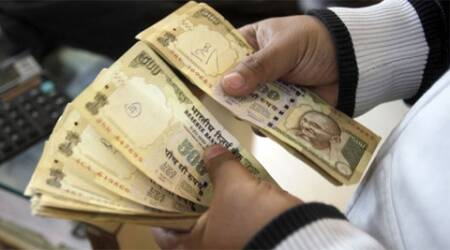 Surat I-T official held in bribe case