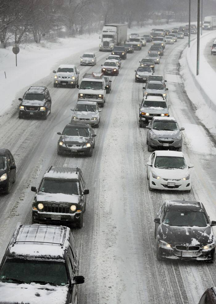 Motorists drive along a snow covered Southbound Interstate 94 during a heavy snow day in Chicago. (AP)