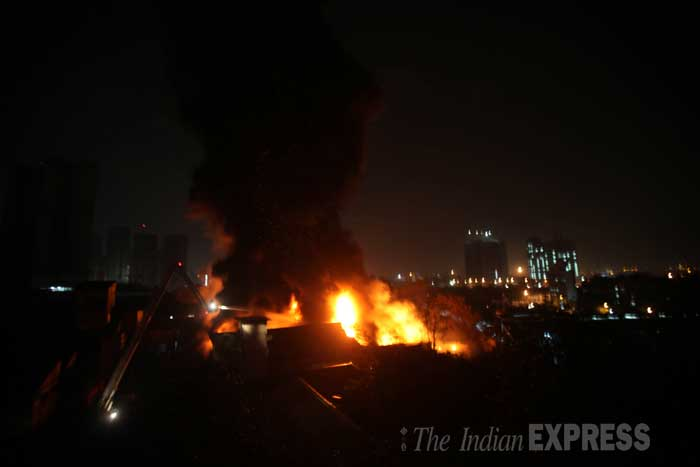 The Brihanmumbai Municipal Corporation (BMC) disaster management cell said that as many as 10 fire tenders and an equal number of water tankers have been rushed to the spot, to extinguish the blaze, which is yet to be brought under control. (IE Photo: Pradip Das)