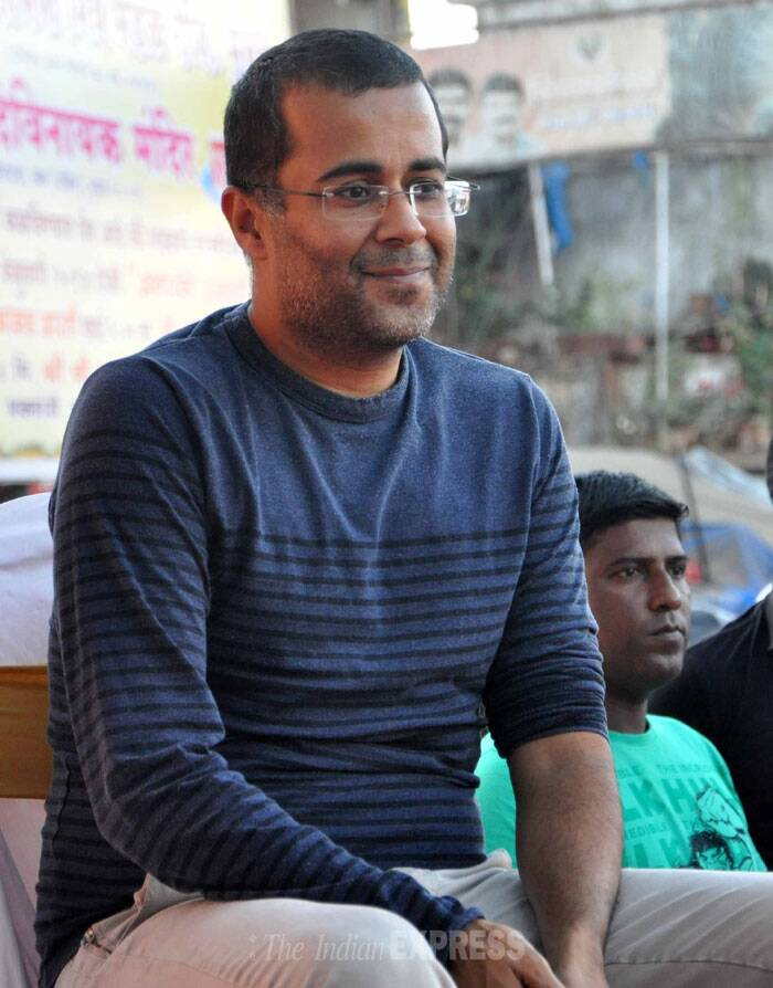 "Chetan Bhagat took to Twitter before the event, ""Upon friend @ShainaNC 's request,attended stimulating #chaipecharcha event(Would've done it for Cong or AAP friends.Don't read much into it),"" he posted. (Photo: Varinder Chawla)"