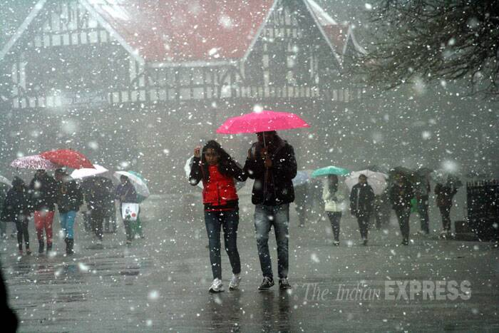 Couples are seen enjoying the heavy snowfall on Valentine's Day. (IE Photo: Lalit Kumar)