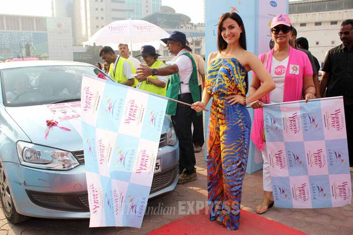 'Bigg Boss 7' contestant Elli Avram was spotted at the 6th edition of Lavasa Women's drive at Kamla Mill Compound in Mumbai on Saturday (February 22). (Photo: Varinder Chawla)