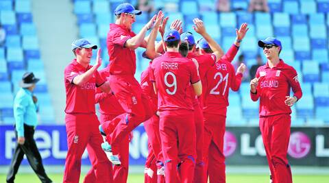 England beat India by three wickets to book their place in the semifinals of the U-19 World Cup. (2014 © IDI/Getty Images)