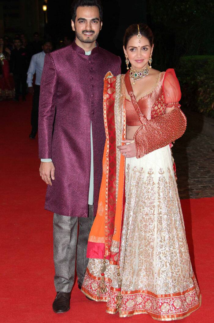 Esha Deol, whose performance on 'Dhoom Machale' song was one of the highlights of the evening, is happy to pose with her husband Bharat Takhtani. (Photo: Varinder Chawla)