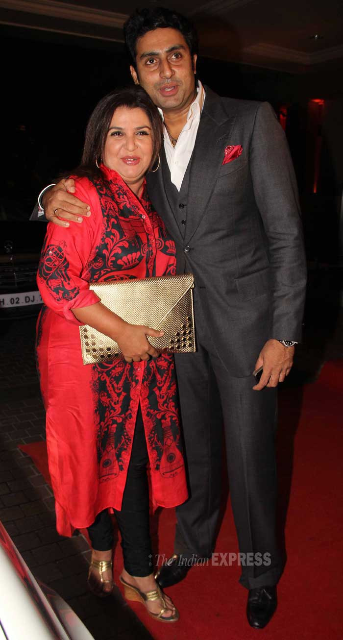 Abhhishek welcomes his 'Happy New Year' director Farah Khan. <br /> Sticking to her comfort zone, Farah Khan opted for a red kurta with embroidery and churidar for the night. (Photo: Varinder Chawla)