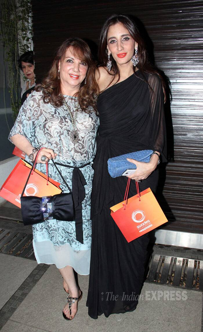 Her mother Zarine Khan opted for a printed dress, while sister Farah Ali Khan was dressy in a one-shoulder black gown. (Photo: Varinder Chawla)