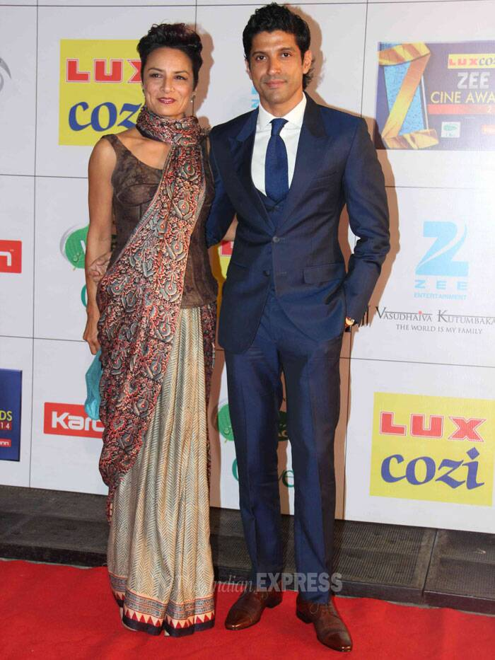 'Bhaag Mikha Bhaag' actor Farhan Akhtar came hand-in-hand with wife Adhuna. Adhuna looks classy in the tussar sari, which she teamed with a corset. We like how Adhuna wrapped her sari pallu in scarf-style. (Photo: Varinder Chawla)