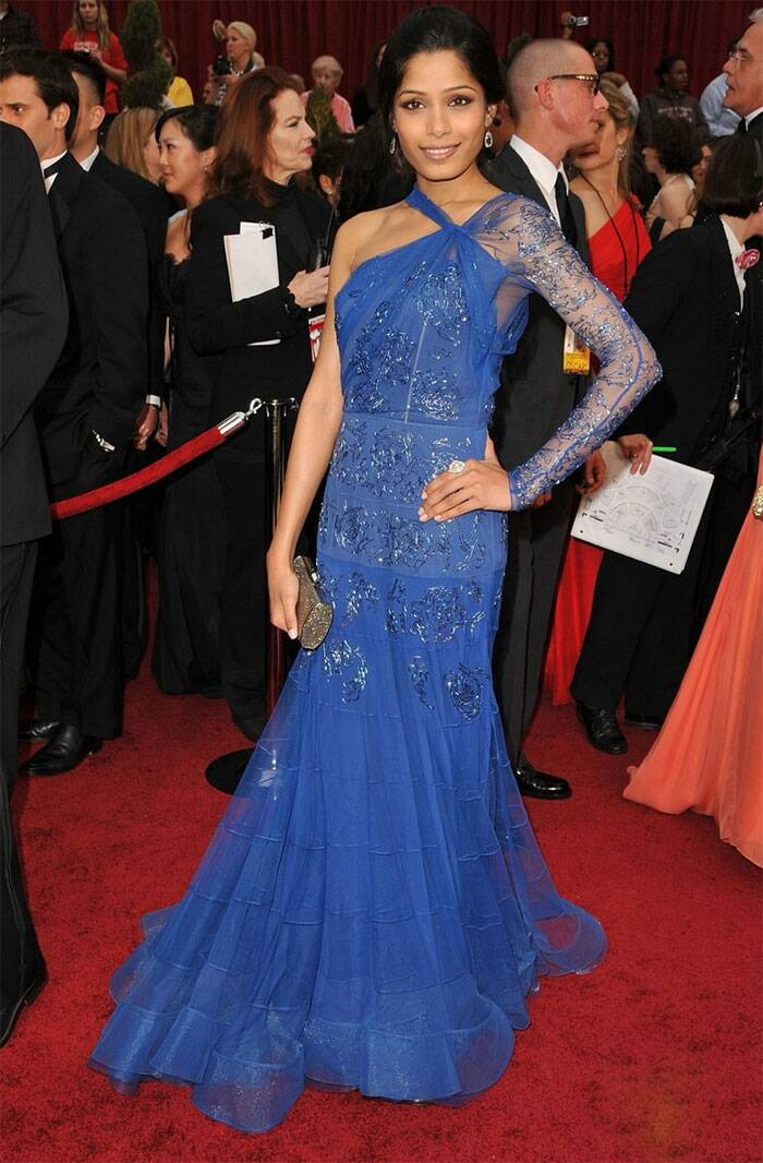 Wearing a blue John Galliano gown with exquisite net details, Freida Pinto was one of that year's favourite at the Oscars Red Carpet. Freida accessorised her look with simple eardrops and took a trendy clutch. Since then Freida has been a regular at the Academy Awards.