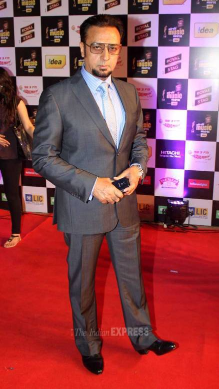 Madhuri, Shah Rukh Khan, Ileana, Sophie deck up for award night