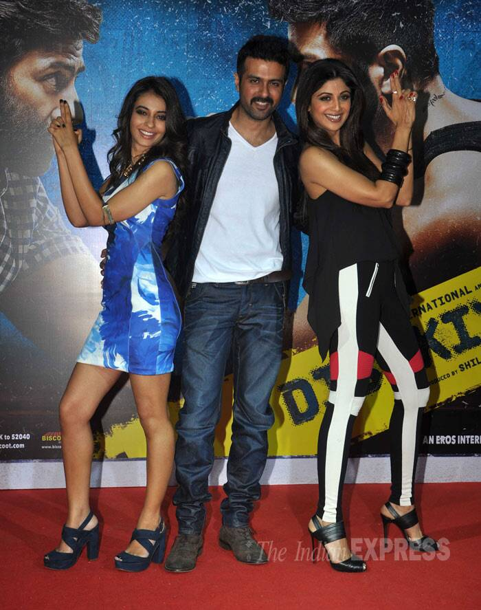 Shilpa Shetty, who has turned producer with Dishkiyaoon, shook a leg with film's lead actor Harman Baweja at the film's  music launch in Mumbai on Wednesday (February 19). Film's lead actress Ayesha Khanna also joined the duo. (Photo: Varinder Chawla)