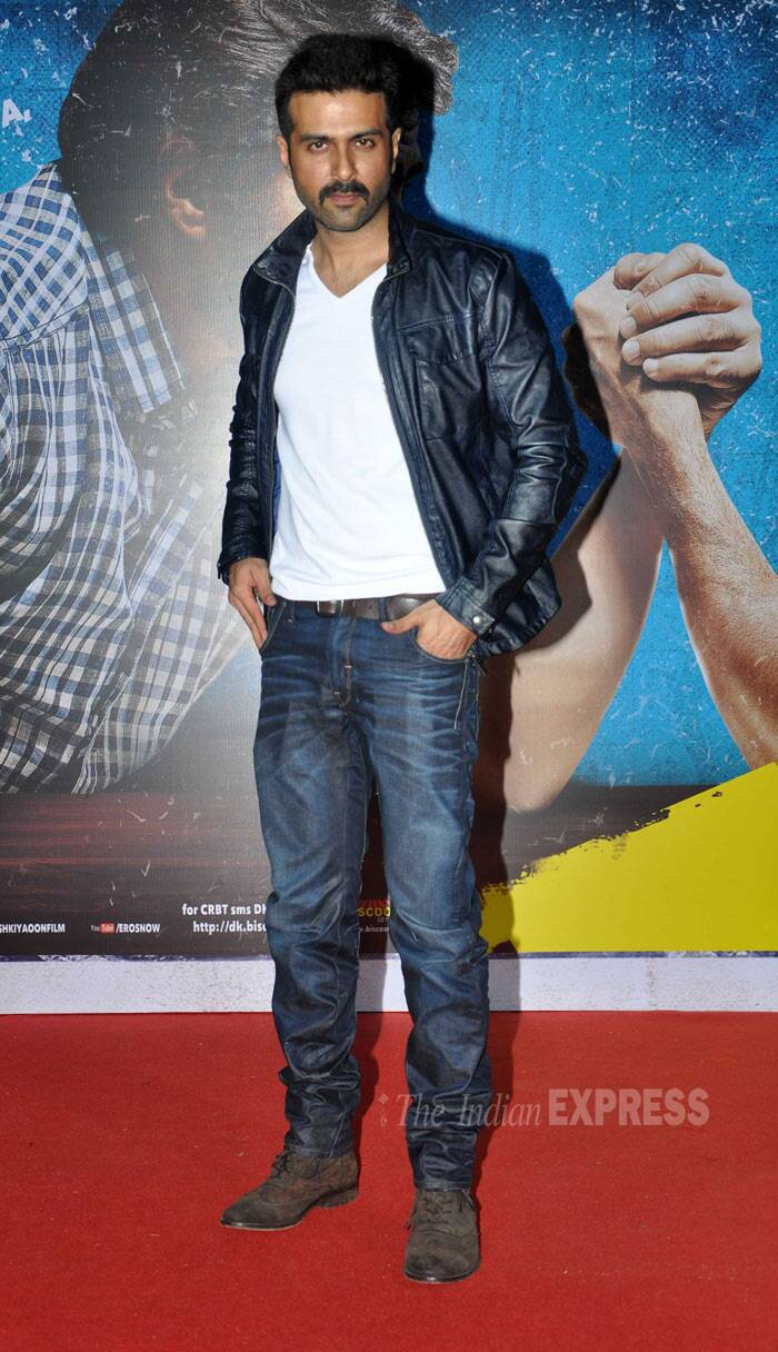 Harman Baweja, who is making a comeback on the silver screen after a long time, was suppa hot in leather jacket, jeans and long boots. Whistles! (Photo: Varinder  Chawla)