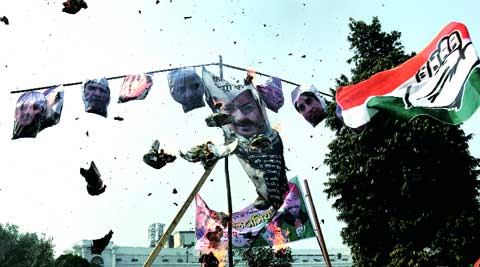 Congress workers burn effigies of former Delhi CM Arvind Kejriwal and AAP ministers, during a protest on Sunday.(Ravi kanojia)