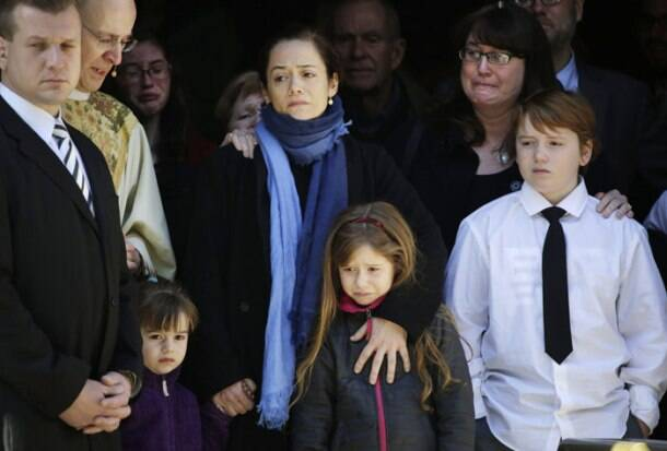 Meryl Streep, Amy Adams, Ethan Hawke attend private funeral for Philip Seymour Hoffman