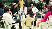 Aamir Khan dropped in on the sets of Humshakals and interacted with the unit and cast of the film