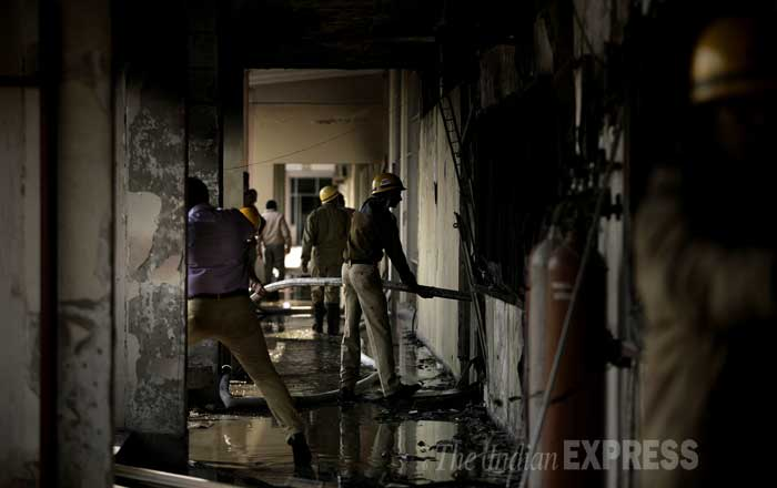 Fire department officials said that they received a call at 11.25 AM stating that a fire had broken out in a high-rise building on the campus of the premier Indian Institute of Technology-Delhi (IIT-D). (IE Photo: Praveen Khanna)