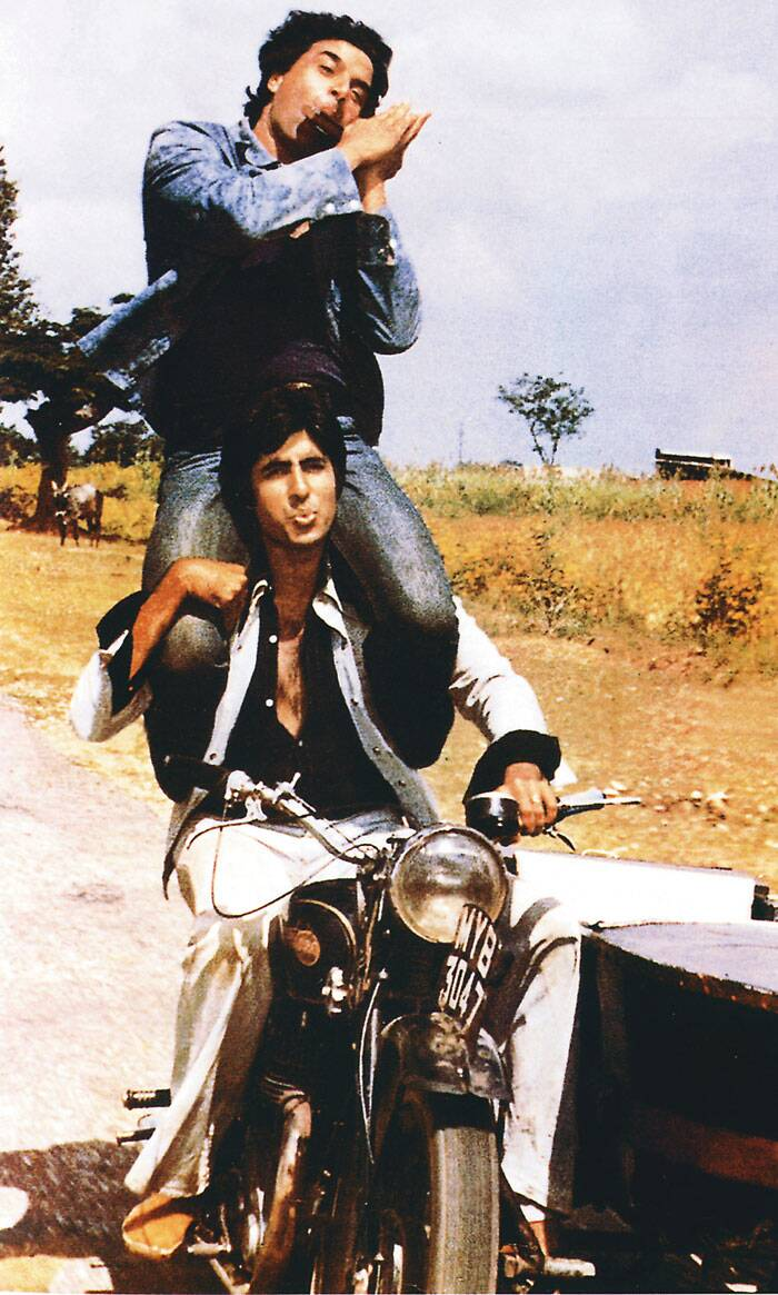 <b>Amitabh Bachchan-Dharmendra</b>: Creating the iconic jodi of Bollywood, Amitabh Bachchan and Dharmendra as Jai and Veeru in 'Sholay', became synonymous of true friendship. Jai and Veeru are probably the most loved and remembered friends onscreen. More than often one would come across the phrase – Dosti ho to Jai-Veeru jaisi. Time and again in films, television and skits their friendship has been evoked to create an emotional response to stir the audience's emotions!