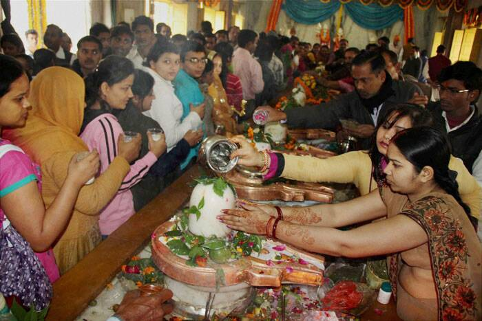 Devotees offer milk to perform ritual 'Abhishek' to Lord Shiva on the occasion of Shivratri festival at Mankameshwar temple, in Allahabad on Thursday. (PTI)