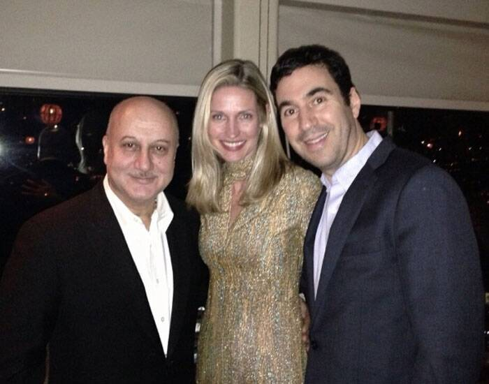 Anupam Kher gets a click with 'Silver Linings Playbook' producer Jon Gordon and his wife. (Photo: Twitter)
