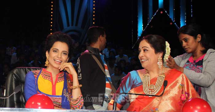 A smiling Kangana snapped during the filming of the episode along with Kirron Kher. (Photo: Varinder Chawla)