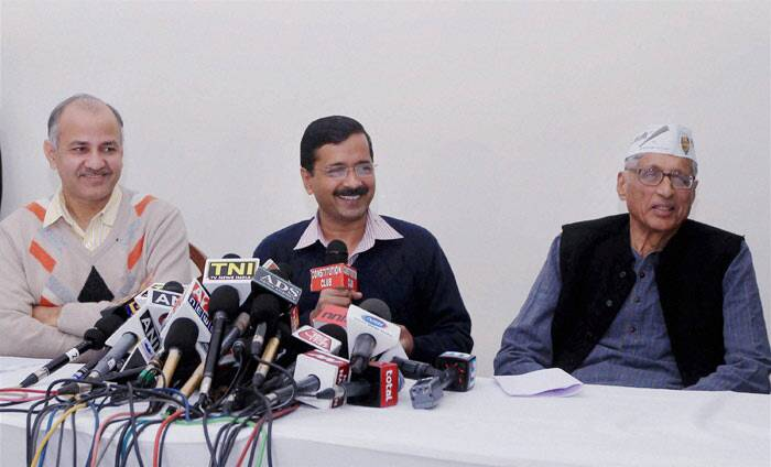 The 78-year-old Gandhi, who had contested against former Prime Minister Rajiv Gandhi from Amethi, has expressed his willingness to contest on a party ticket. The party, too has remained mum over the issue. <br /><br />  AAP leader Arvind Kejriwal  with Mahatma Gandhi's grandson Rajmohan Gandhi and AAP leader Manish Sisodia during a press conference in New Delhi on Friday.  (PTI)