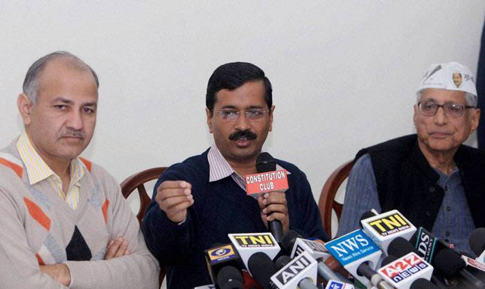 He added that he was approached by the party, but declined to reveal who he was in touch with from AAP and when was he contacted to join the party.<br /><br /> AAP leader Arvind Kejriwal  with Mahatma Gandhi's grandson Rajmohan Gandhi and AAP leader Manish Sisodia during a press conference in New Delhi on Friday.  (PTI)