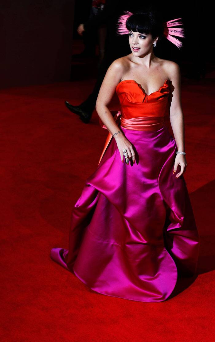 The singer picked a strapless dramatic red and pink silk gown. (Reuters)