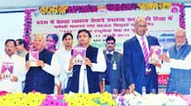 Akhilesh govt disowns its book that praises Maya memorials