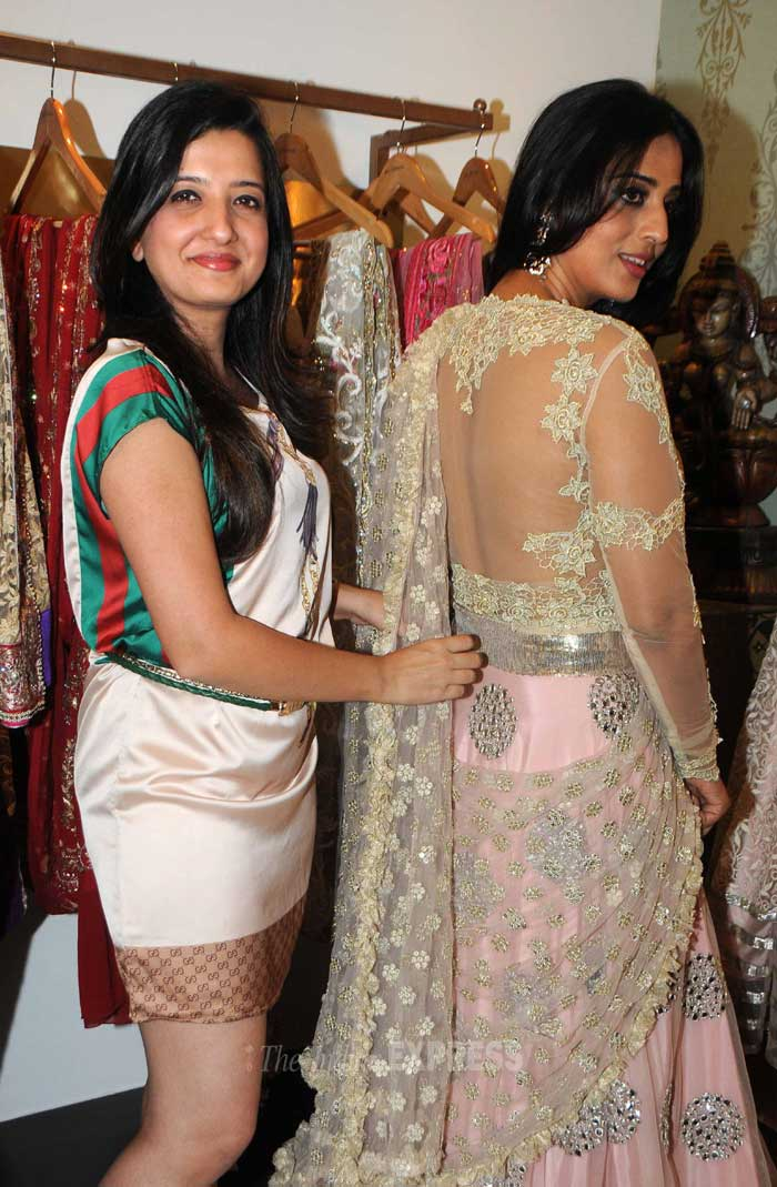 The sheer embroidered back looks extremely sensual we must say! (Photo: Varinder Chawla)