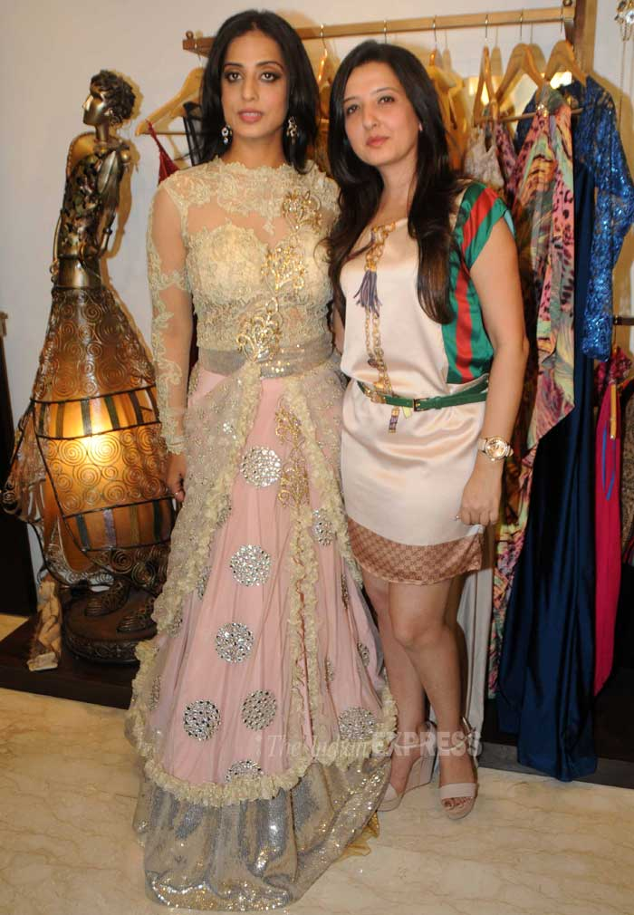 Mahie and Amy get together for the cameras. (Photo: Varinder Chawla)