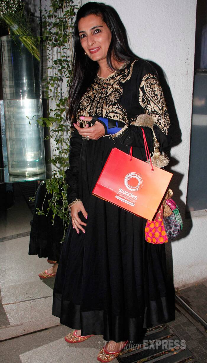 Sunil Shetty's wife Mana opted for a beautiful black and gold ankle-length anarkali. (Photo: Varinder Chawla)