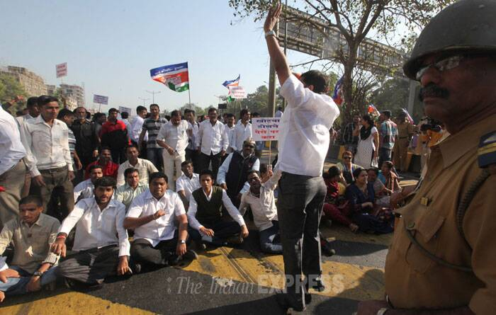 In Dahisar, a suburb of Mumbai, a group of hundred people led by MNS MLA Pravin Darekar began protesting near Dahisar toll plaza. (IE Photo: Pradeep Kocharekar)