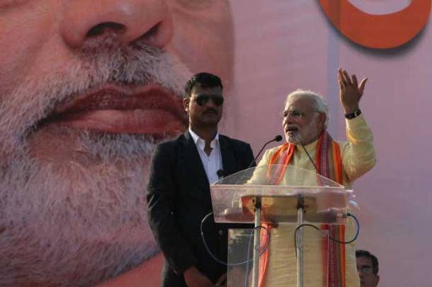 Narendra Modi slams Left but goes soft on Mamata Banerjee