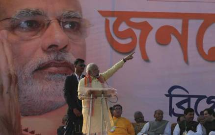 Narendra Modi slams Left but goes soft on Mamata Banerjee