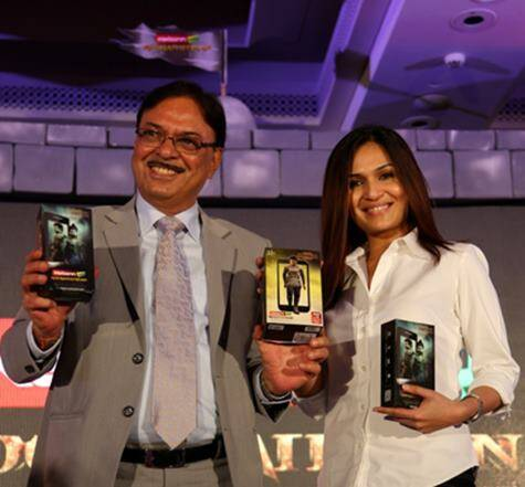 Karbonn chairman Sudhir Hasija with Soundarya R. Ashwin,  the director of Kochadaiiyaan