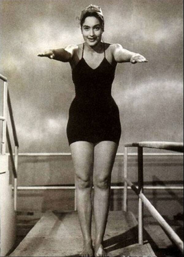 Veteran actress Nutan was one of the first Bollywood actresses to be seen in a swimsuit and she wore a black swimwear in Dilli Ka Thug (1958).