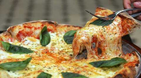 An ingredient in pizza can ward off winter disease. (Reuters)
