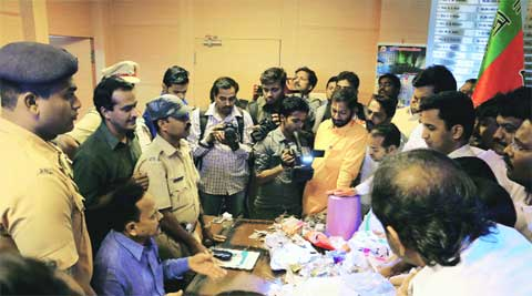 BJP takes protest to PMC chief's office.